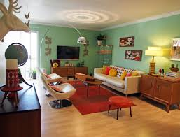Best Retro Living Room Design With Nice Red Rugs And Wooden Flooring