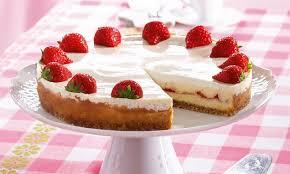 frischkäse torte mit erdbeer