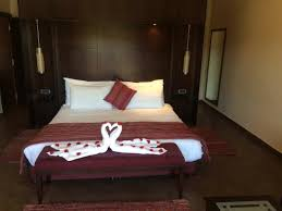 bel hotel avec de grandes chambres 2 grandes piscines non