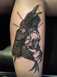 This Raven And Skull Tattoo Looks Like A Book Illustration Beautifully Done Is Beautiful Take On The Mysterious Dark