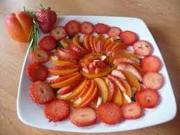 paruline en cuisine salade de fraises et abricots au miel et romarin au fil du thym