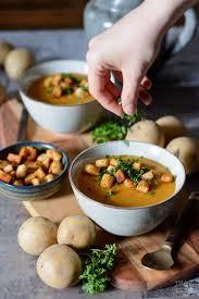 rezept für fränkische kartoffelsuppe mit paprika croutons