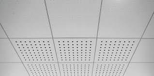 faux plafond en bois en panneaux en dalles acoustique