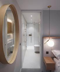 schlafzimmer mit rundem wandspiegel bild kaufen