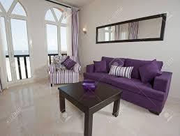 interior design einer luxuriösen wohnung wohnzimmer mit blick aufs meer