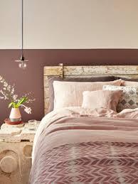 75 mid century schlafzimmer mit rosa wandfarbe ideen