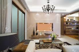 moderne wohnzimmer mit schönem design und dekoration