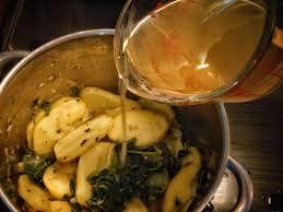 comment cuisiner les fanes de radis soupe aux fanes de radis ville en vert