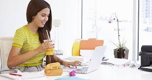 dejeuner bureau comment bien manger au travail cosmopolitan fr