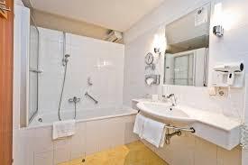 badezimmer im doppelzimmer deluxe mit badewanne picture of