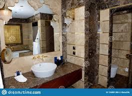 das badezimmer in der wohnung des mardan palastluxushotels