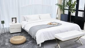 schlafzimmer idee modernes schlafzimmer mit metallbett deko