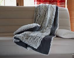 plaids fausse fourrure pour canapé plaid imitation fourrure loup de sibérie becquet
