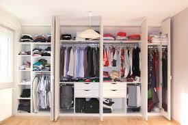 schimmel und stockflecken im kleiderschrank entfernen