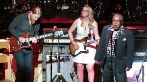 Love Rocks NYC! - Susan Tedeschi, Derek Trucks, Sam Moore And ... Tedeschi Trucks Band Keep On Growing Live From The Fox Concert According 2 G Blue Mountain Music Brownbox By Amprx Now In Canada Guitar Player Rigs Of The Supetars 80 81 Gathering Vibes 2015 Fretboard Journal 34 35 844 Best Big And 18 Wheelers Images On Pinterest Trucks Derek Playing Duane Allmans Guitar Derek Band Amazing Performance Youtube Tonal Bases Defing Perfecting Your Signature Reverb News Layla