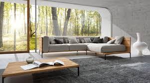 moderne sitzgruppe mit holzelementen wohnzimmer lo