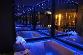 hotel avec bain a remous dans la chambre magnifique bain tourbillon photo de hotel l express longueuil