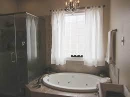 Mini Chandelier Over Bathtub by 87 Best Bathtubs Jacuzzi Images On Pinterest Jacuzzi Tub