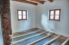 massivholzdielen und unterkonstruktion für das obergeschoss