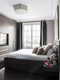 klassisches schlafzimmer in dunklen bild kaufen
