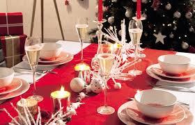 deco noel de table chemin de table un chemin de table pour décorer une table de