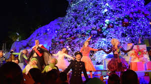Whoville Christmas Tree by The Whoville Christmas Tree Lighting Grinchmas 2015 Universal