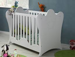 chambre bébé lit plexiglas lit à barreaux ou en parois de plexiglas pour bébé les avantages