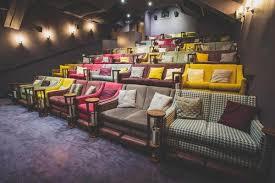 ein ort zum verlieben wohnzimmer kino innenarchitektur