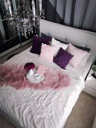schlafzimmer interior einrichtung grau rosa lila