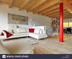 interieur schüsse eines modernen wohnzimmer mit beige leder