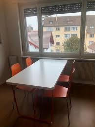 bett mit 4 integrierten schubladen 4 stühle und ein tisch