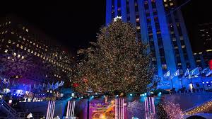 Christmas Tree Rockefeller 2017 by The 2017 Rockefeller Christmas Tree Is All Lit Up Today Com