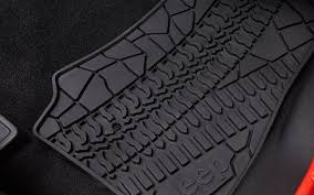 Jeep Jk Floor Mats by Paris Motor Show 2012 Jeep To Debut Grand Cherokee Srt Limited