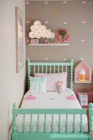 Ideas For Decorating A Bedroom by Best 25 Little Rooms Ideas On Pinterest Girls Bedroom