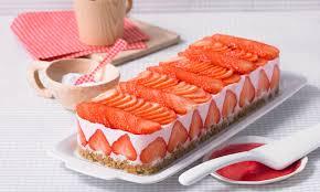 fruchtige rhabarber erdbeer schnitte