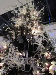 Christmas Tree Toppers Pinterest by How To Decorate A Black Christmas Tree 25 Best Ideas About Black