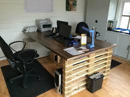 bureau de travail bureau de travail en palette idee originale ideeco