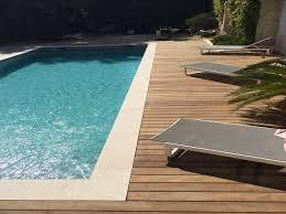 margelle piscine en bois carrelage dallage margelle matériaux pour l amenagement jardin
