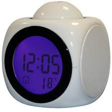 reveil heure au plafond réveil parlant cube qui projette l heure au plafond