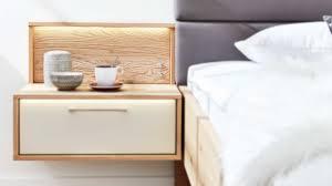 interliving schlafzimmer serie 1002 hängekonsole und aufsätze mit beleuchtung sandfarbener lack balkeneiche links