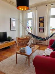 geräumiges wohnzimmer mit hängematte wohnzimmer