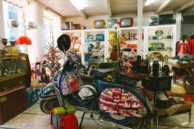 retrosexual vintage shop shopping in athens likealocal guide