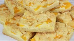 streuselkuchen mit schmand vanillepudding und pfirsichen