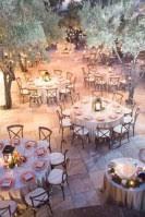Spectacular Winter Wonderland Wedding Decoration Ideas 40