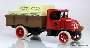 100 Ertl Trucks 138 1926 Mack Bulldog Budweiser Beer Crate Truck Coin Bank