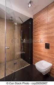 badezimmer mit wand imitierendem holz bild neuem