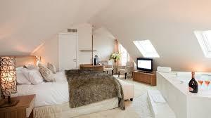 hotel avec bain a remous dans la chambre week end en amoureux les plus beaux hôtels avec privé à