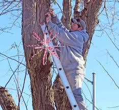 Bellevue Singing Christmas Tree by Santa Bringing Christmas Spirit To Olde Towne Bellevue Leader