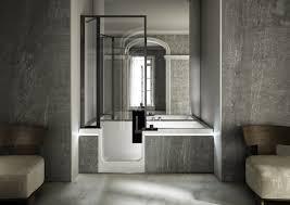 siege baignoire handicapé adapté pour handicapé en fauteuil roulant salle de bain