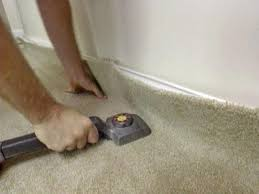 Knee Pads For Hardwood Floor Installers by How To Install Wall To Wall Carpet Yourself How Tos Diy